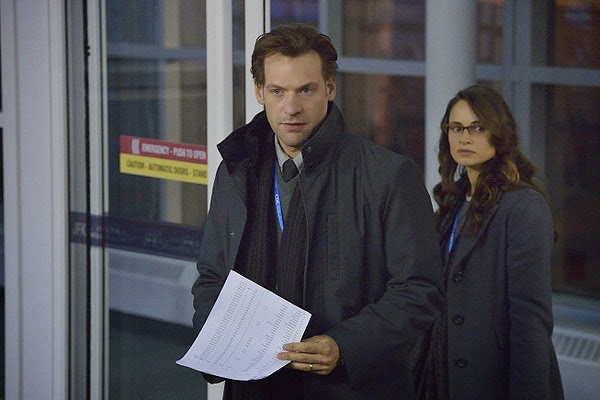 Corey Stoll and Mía Maestro as Dr. Ephraim Eph Goodweather and Dr. Nora Martinez in The Strain Season 1 Episode 2 The Box