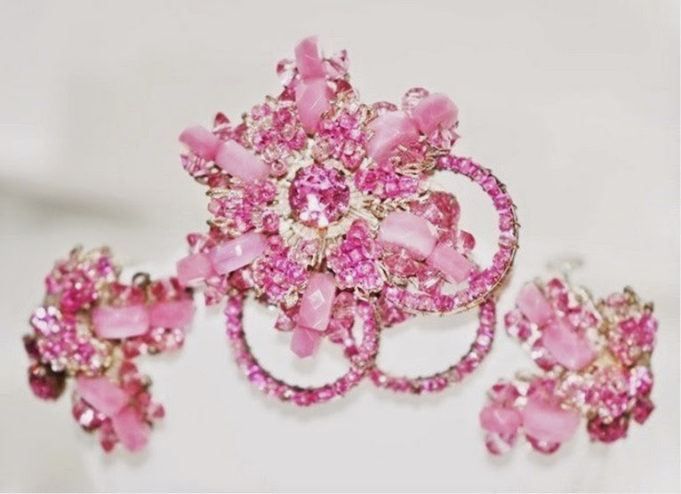 https://www.zibbet.com/lustfuljewels/signed-miriam-haskell-brooch-w-earrings