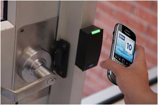 """RIM ya con más de un año lanzada la tecnología NFC (Near Field Communication) o en español """"Comunicación de corto alcance"""" esta herramienta permite transferir datos, documentos, música, fotografias, etc. La transferencia se hace a una velocidad mucho más rápida y segura que el Bluetooth. Hace unos meses mencionabamos que los equipos BlackBerry con NFC se convirtieron en los primeros telefonos en recibir la certificación de MasterCard ® y Visa para hacer pagos usando el BlackBerry y su tecnología NFC. """"RIM ha demostrado ser un líder en la tecnología NFC, y en aportar soluciones NFC en el mercado que encabezó"""