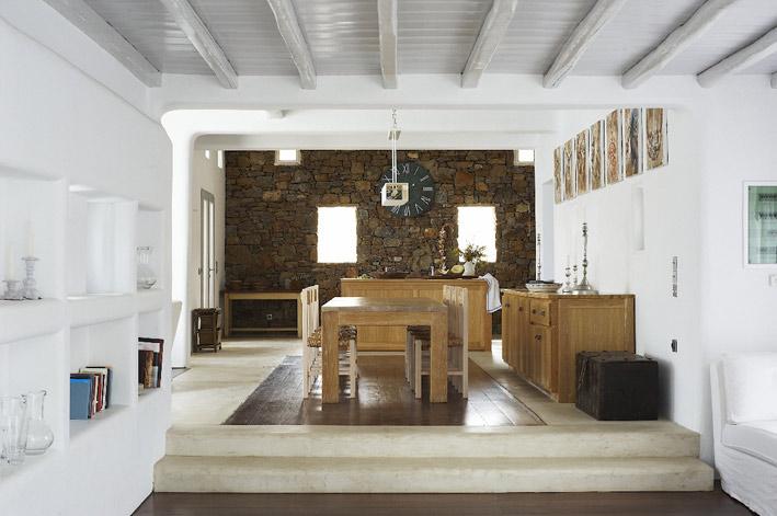 Decor me una vivienda en mykonos con todo el encanto del - Decoracion con vigas de madera ...