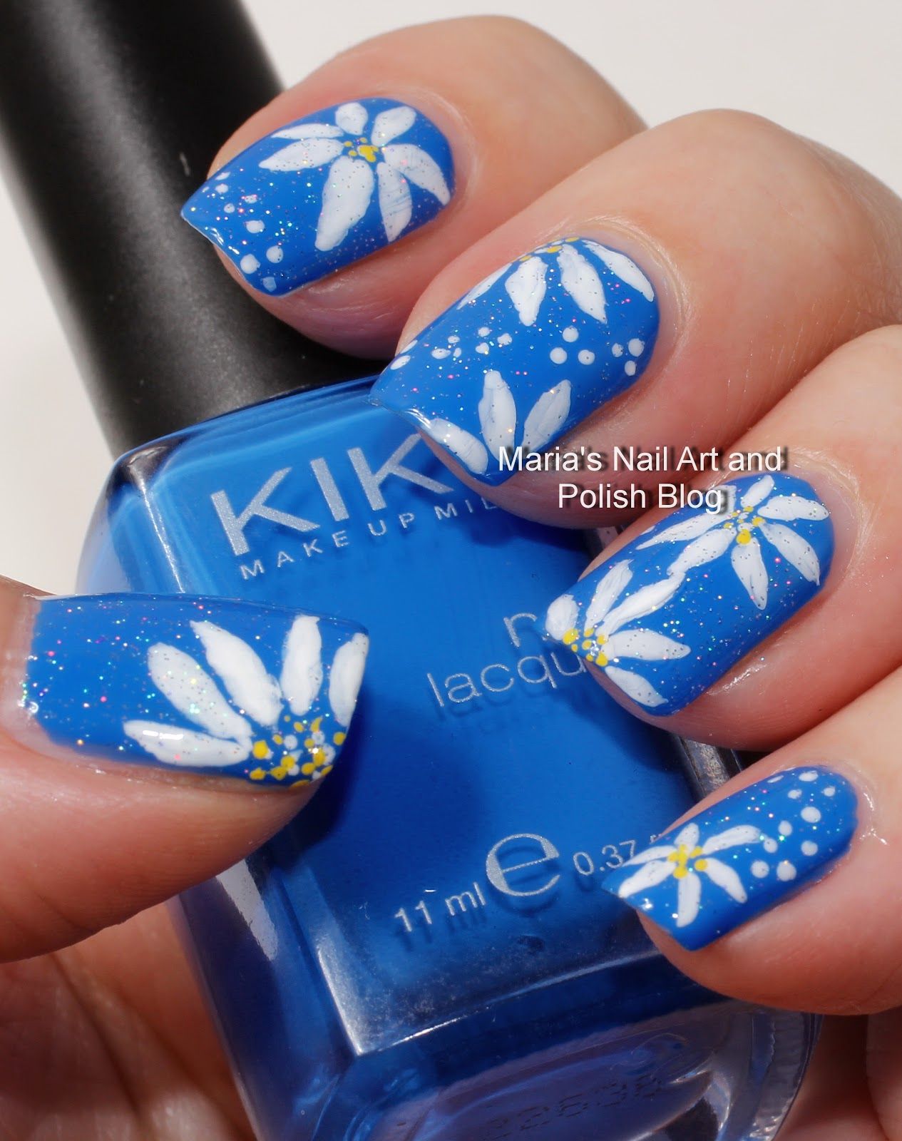 Marias Nail Art and Polish Blog: Daisy nail art on blue