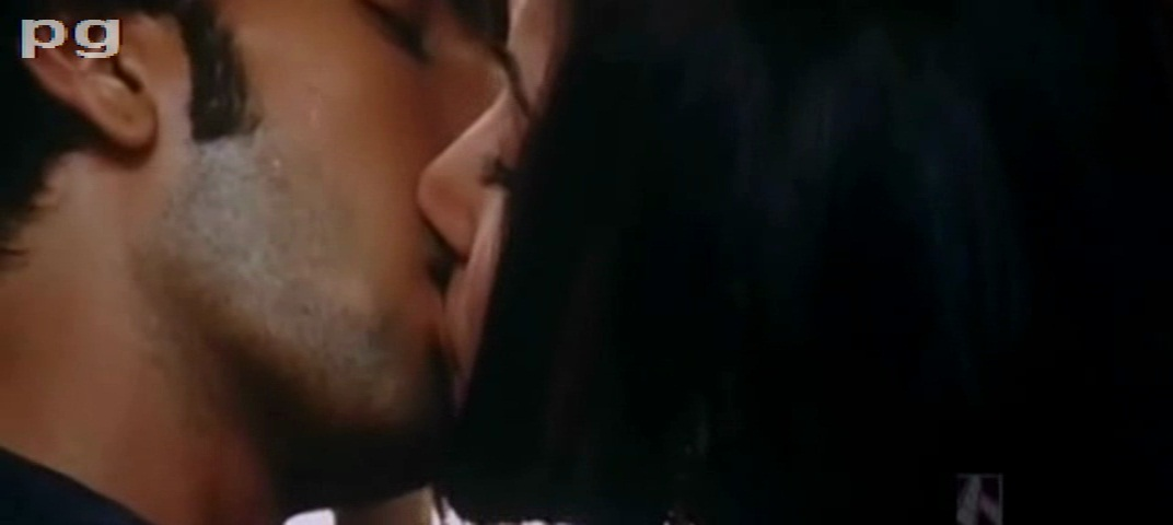 anushka sharma hot kiss pics. Anushka sharma kiss photo