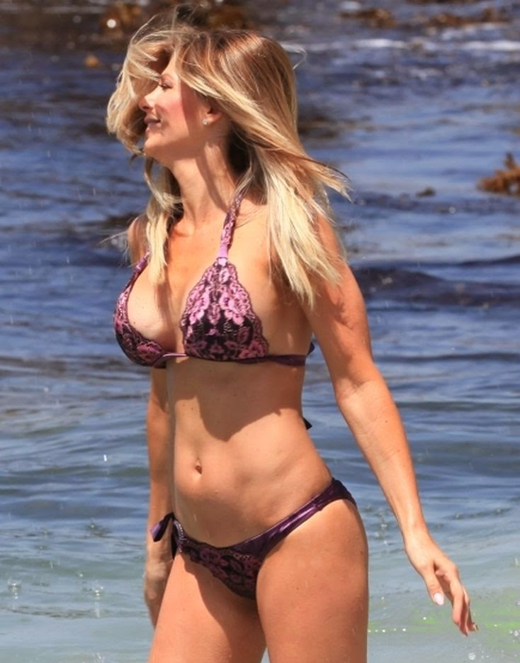 The blonde beauty looked happy and relaxed as she spent a fun filled day by herself on Tuesday,‭ ‬May‭ ‬20,‭ ‬2014‭ ‬at the beach in Laguna,‭ ‬California.