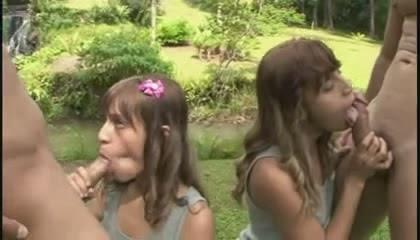 Irmãs gêmeas novinhas fazendo sexo juntas download