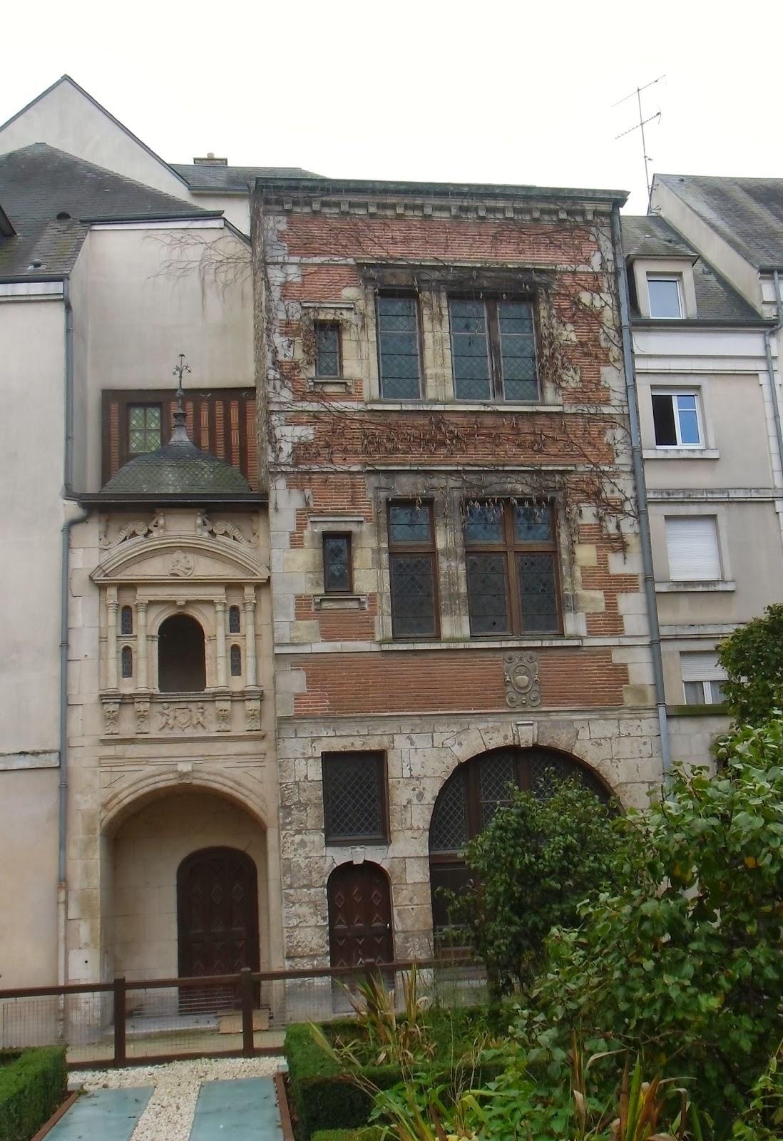 La rte le p re d 39 ulysse square abbe desnoyers orleans for Maison des entreprises orleans