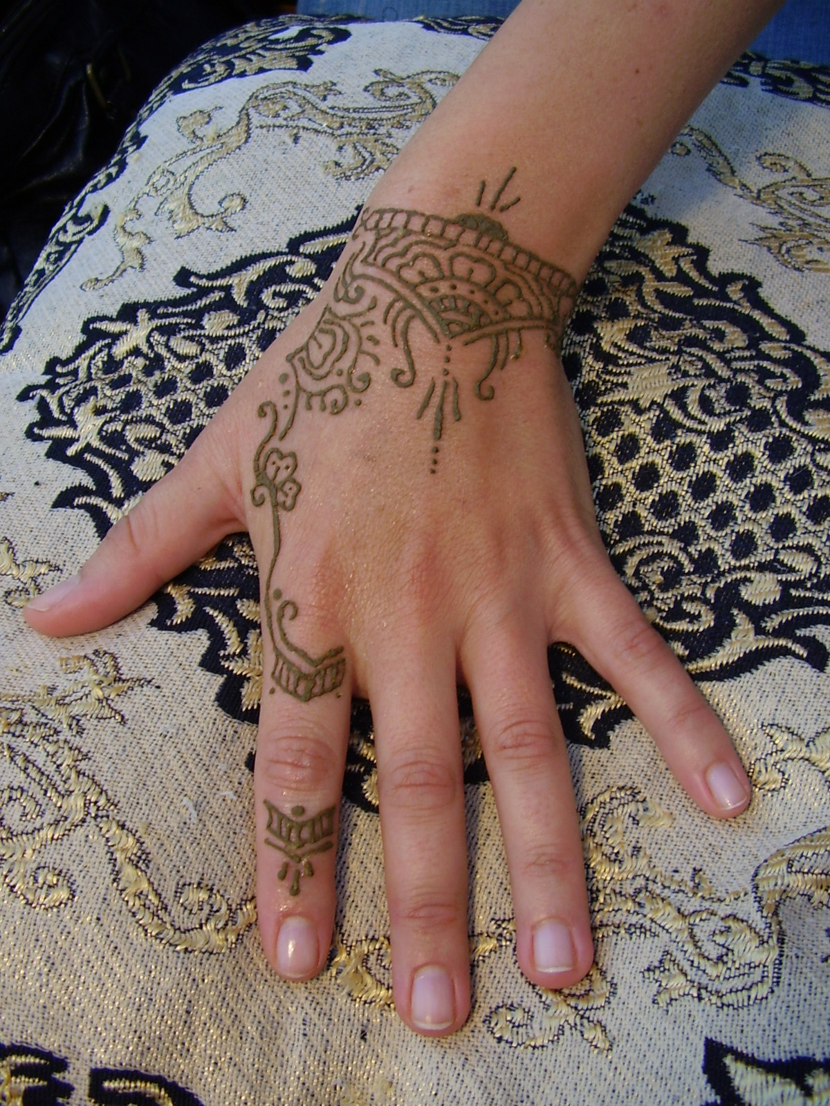 Choosing The Right Tattoo Henna Tattoo