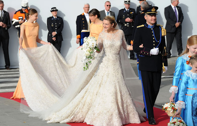princess an A line ivory gown with a little bit of mermaid skirt, but