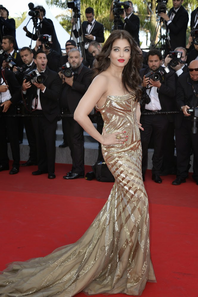 Aishwarya Rai Bachchan Gorgeous Appearance In Roberto Cavalli  Strapless Dress