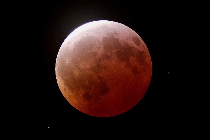 Total lunar eclipse on Apr. 4 over Cambell, CA. Credit: Rick Baldridge