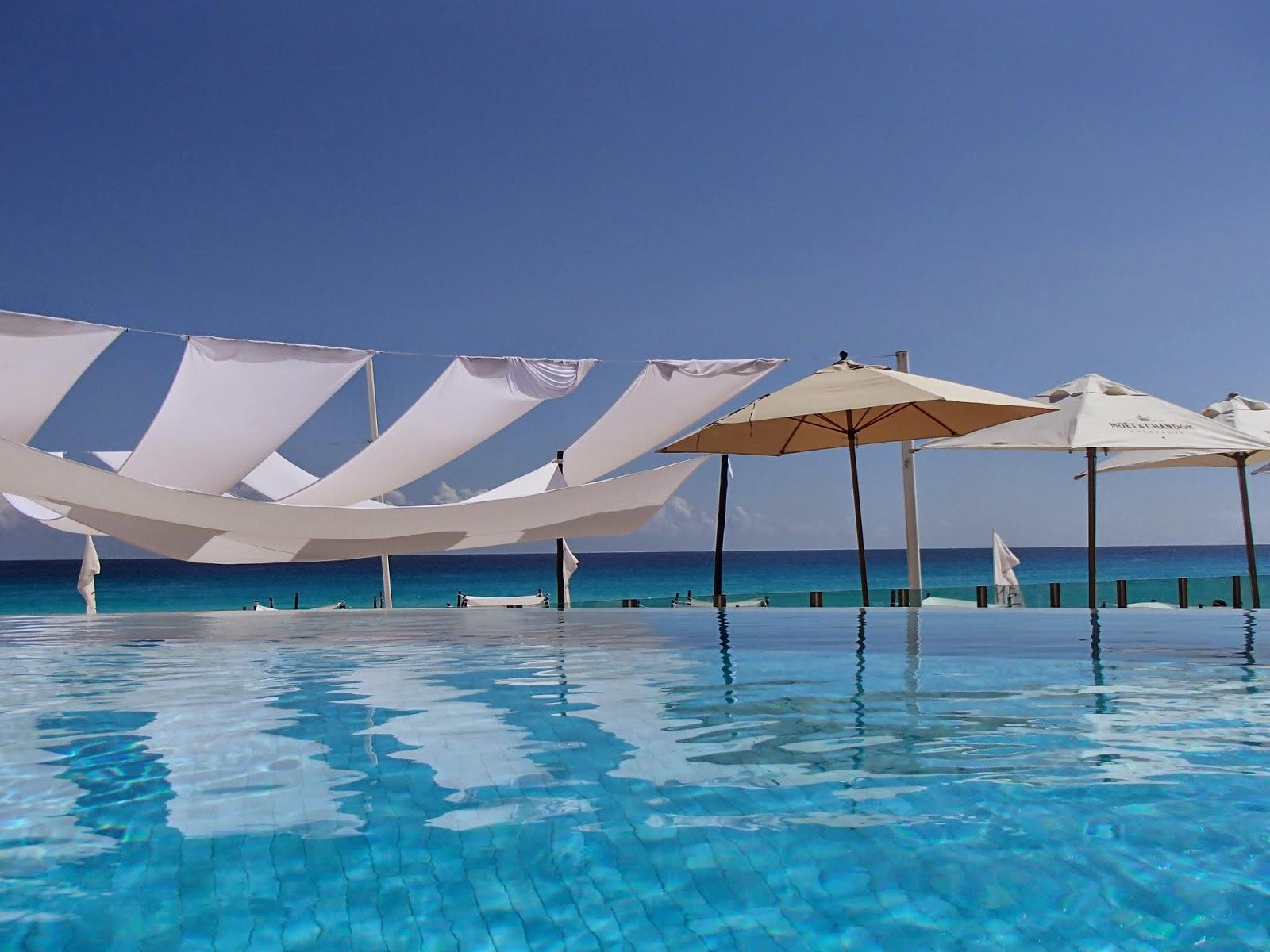 ME Cancun infinity pool