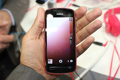 nokia 808 pureview,41 mp camera mobile,new nokia mobile,images,hd camera,nokia mobile phone,new mobile phone from nokia,nokia 808 pureview images,wallpapers,pictures,photos,features,specs