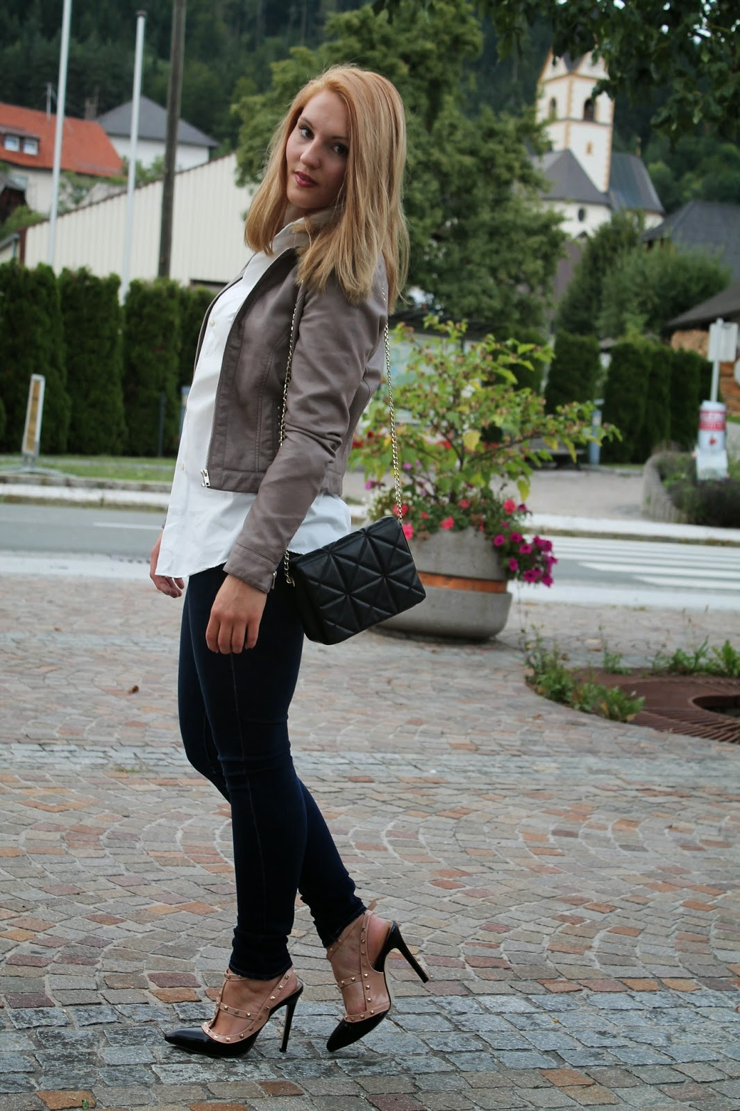 Fashionblogger Austria / Österreich / Deutsch / German / Kärnten / Carinthia / Klagenfurt / Köttmannsdorf / Spring Look / Classy / Edgy / Summer / Summer Style 2014 / Summer Look / Fashionista Look /   / valentino Studded Heels / Zara / H&M / Leather Jacket / Black Chain Crossbody Bag / Boyfriend Blouse / classic Look / Elegant / Trend/ Edgy /