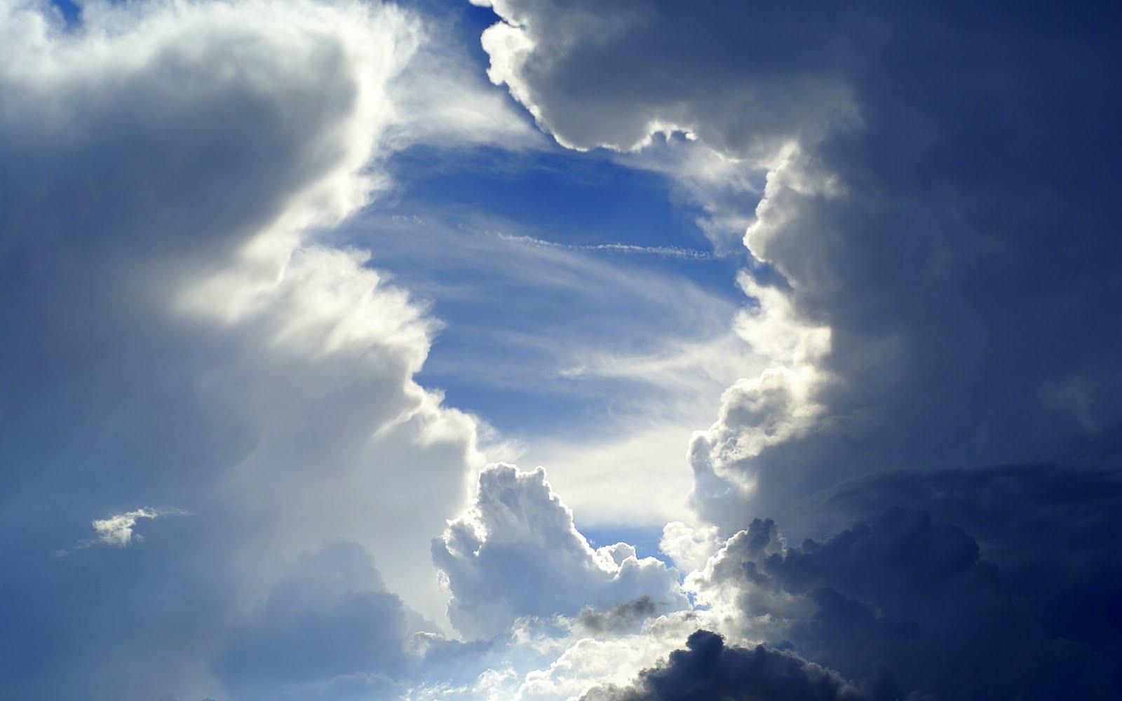 http://4.bp.blogspot.com/-mK-IDLiYmfQ/ThWp38-XtTI/AAAAAAAAFaI/0Zoyyr8M5Kc/s1600/cloudy-sky-with-sun-dispersing-cloudsdsc03863-2.jpg