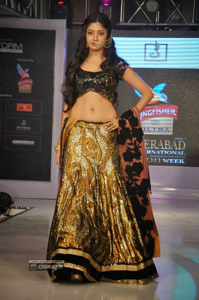 Poonam Kaur hot on ramp in lehanga