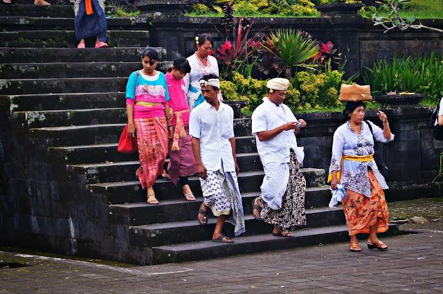 balineses hindues en Pura Besakih