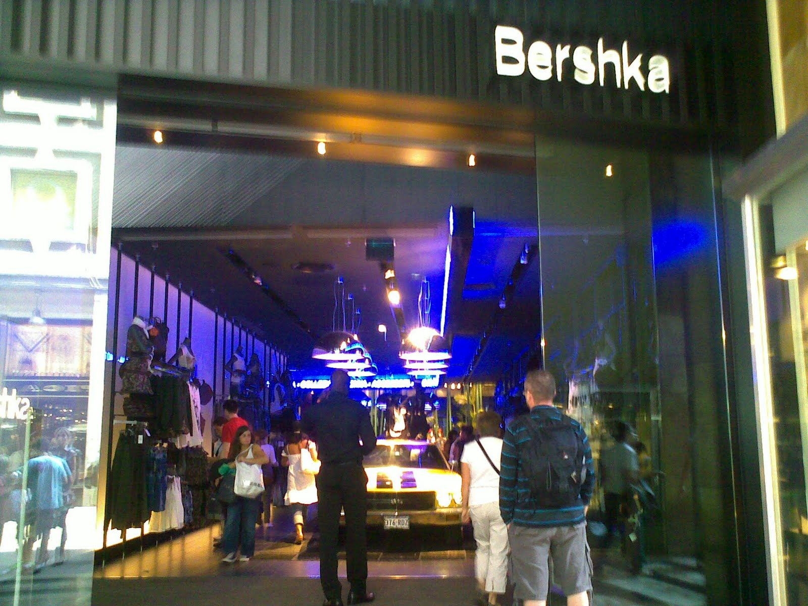 Valentine 39 s day bershka and benefit cosmetic milanotime for Bershka via del corso