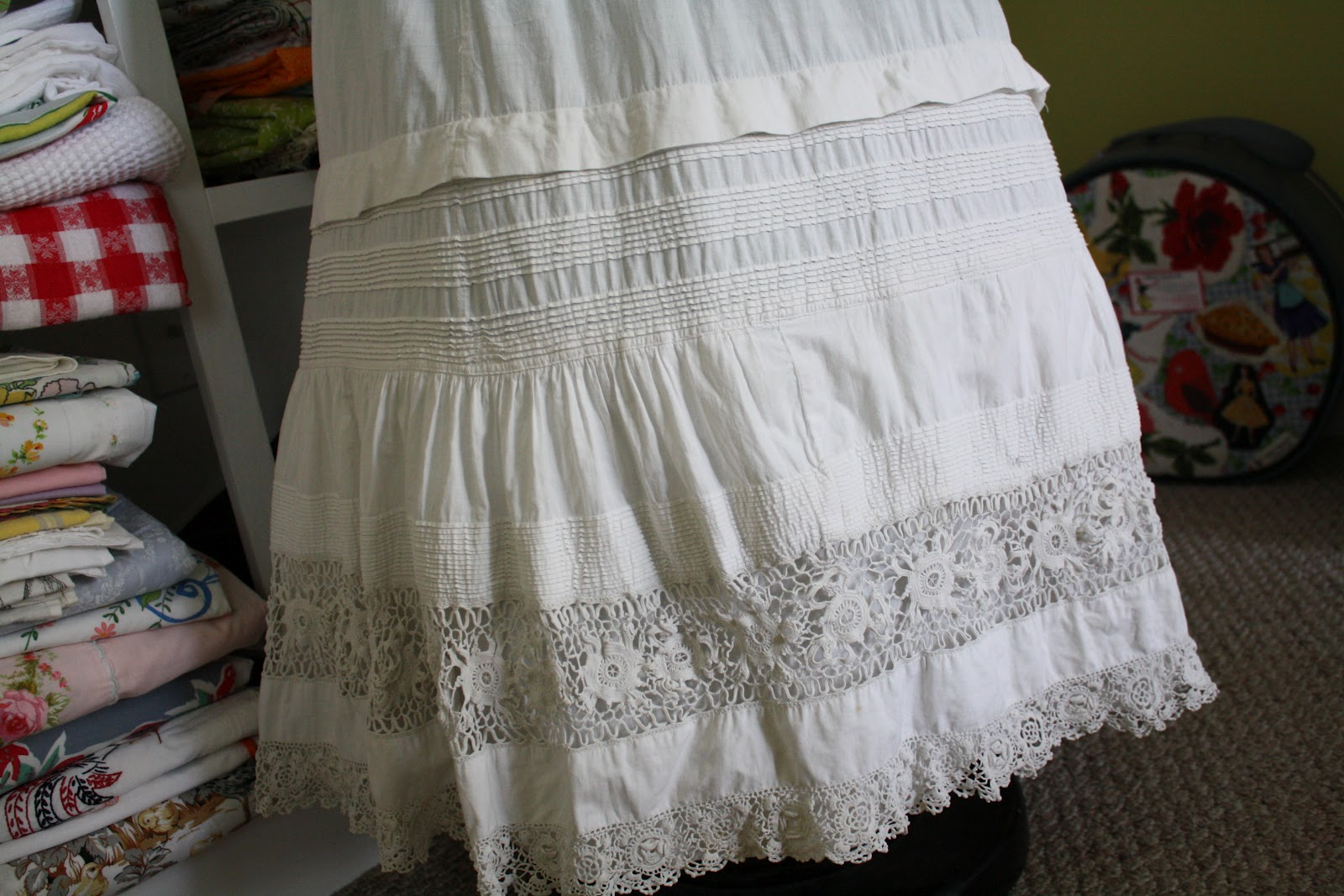 White lace apron ebay - Remember A While Back When I Was Collecting Hundreds Of Crocheted Doilies For My Big Table Runners Order I Bought A Lot Of 50 Of Them From Ebay And The