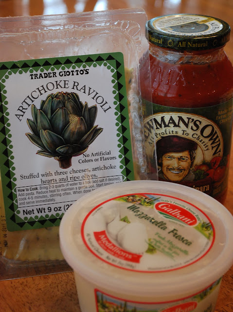 artichoke ravioli and the rest of the ingredients needed to make skillet ravioli pizza