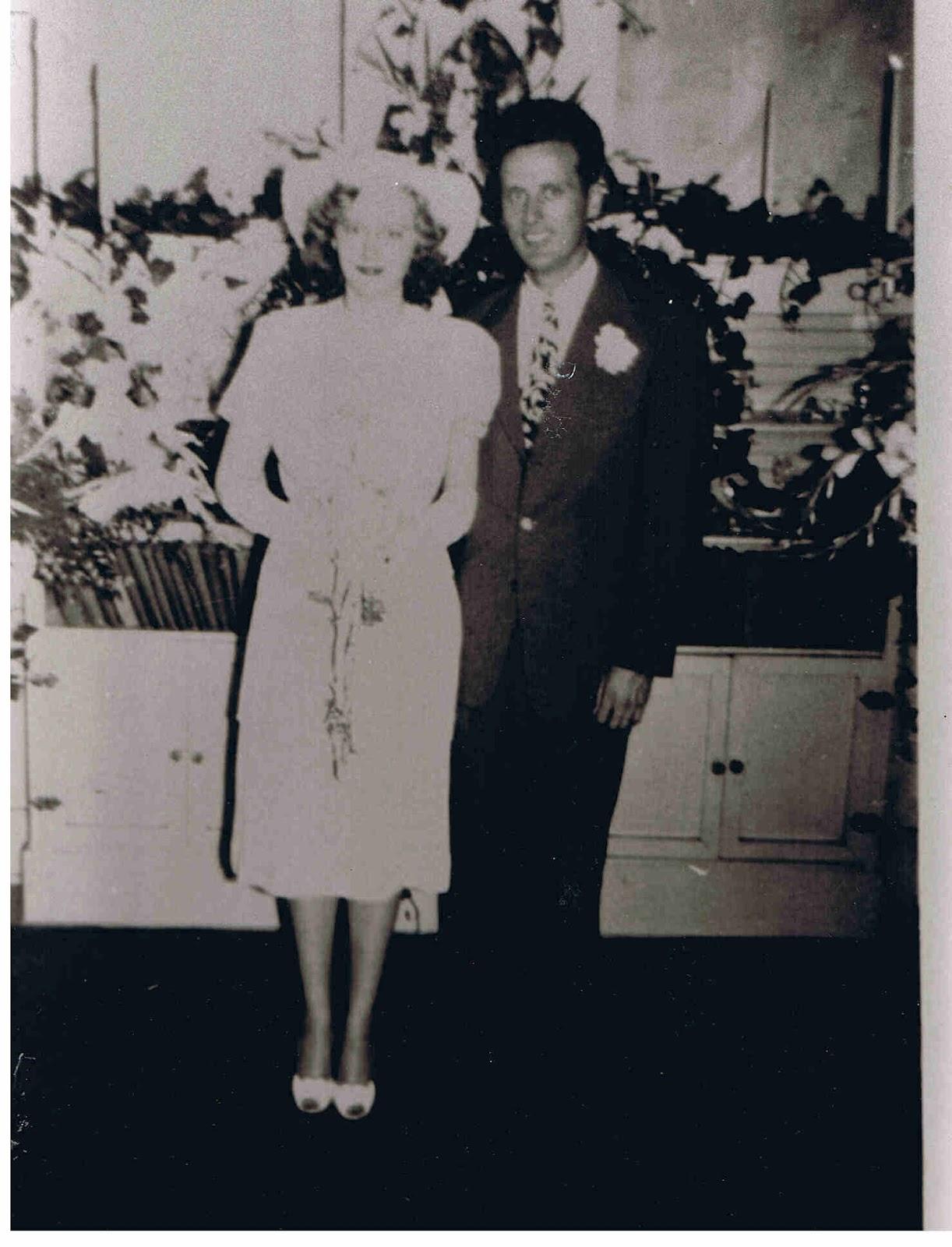 http://4.bp.blogspot.com/-mLHtY3t_9vs/T-sjSzJwIeI/AAAAAAAACn8/GRl8PK7Okkw/s1600/MagersDuncanwedding.jpg