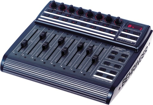Superficies de control. BCF2000, de Behringer