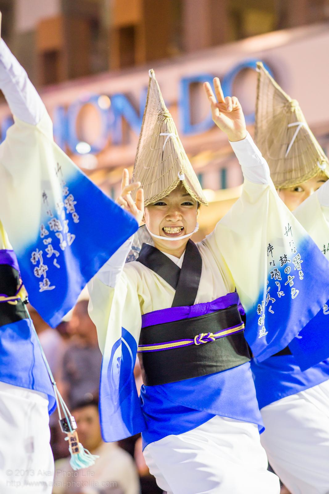 三鷹阿波踊り、新粋連の笑顔が素敵な女踊り