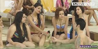 Splitsvilla 7 Contestants Bathing in Bikinis 5.jpg