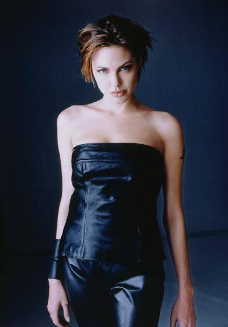 Fresh Look Angelina Jolie Short Hairstyles 19