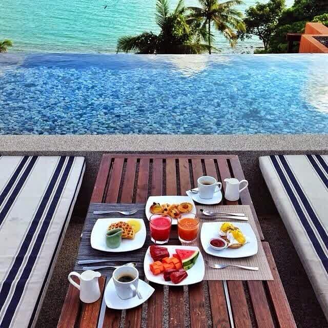 Makan tepi pantai