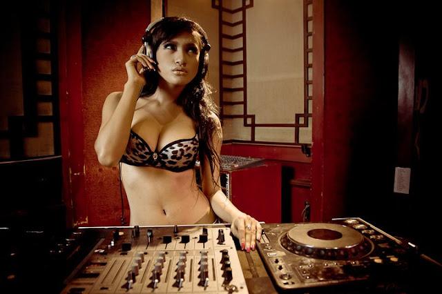 Amel Alvi - Hot Models