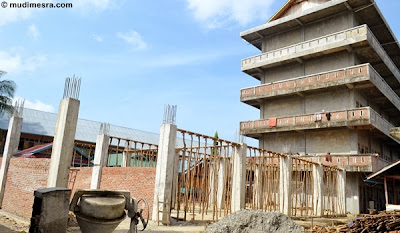 Pengerjaan bangunan asrama baru, Mabna Salafi.