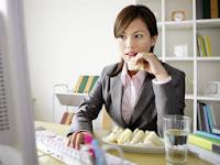 7 Kebiasaan Tak Sehat di Kantor