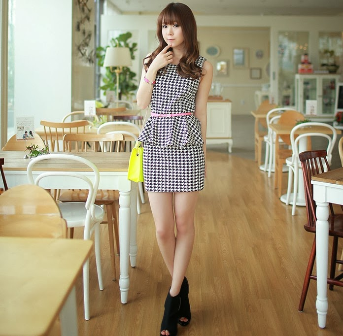 Baju: Dress Pencil Hitam Putih Sabuk Pink
