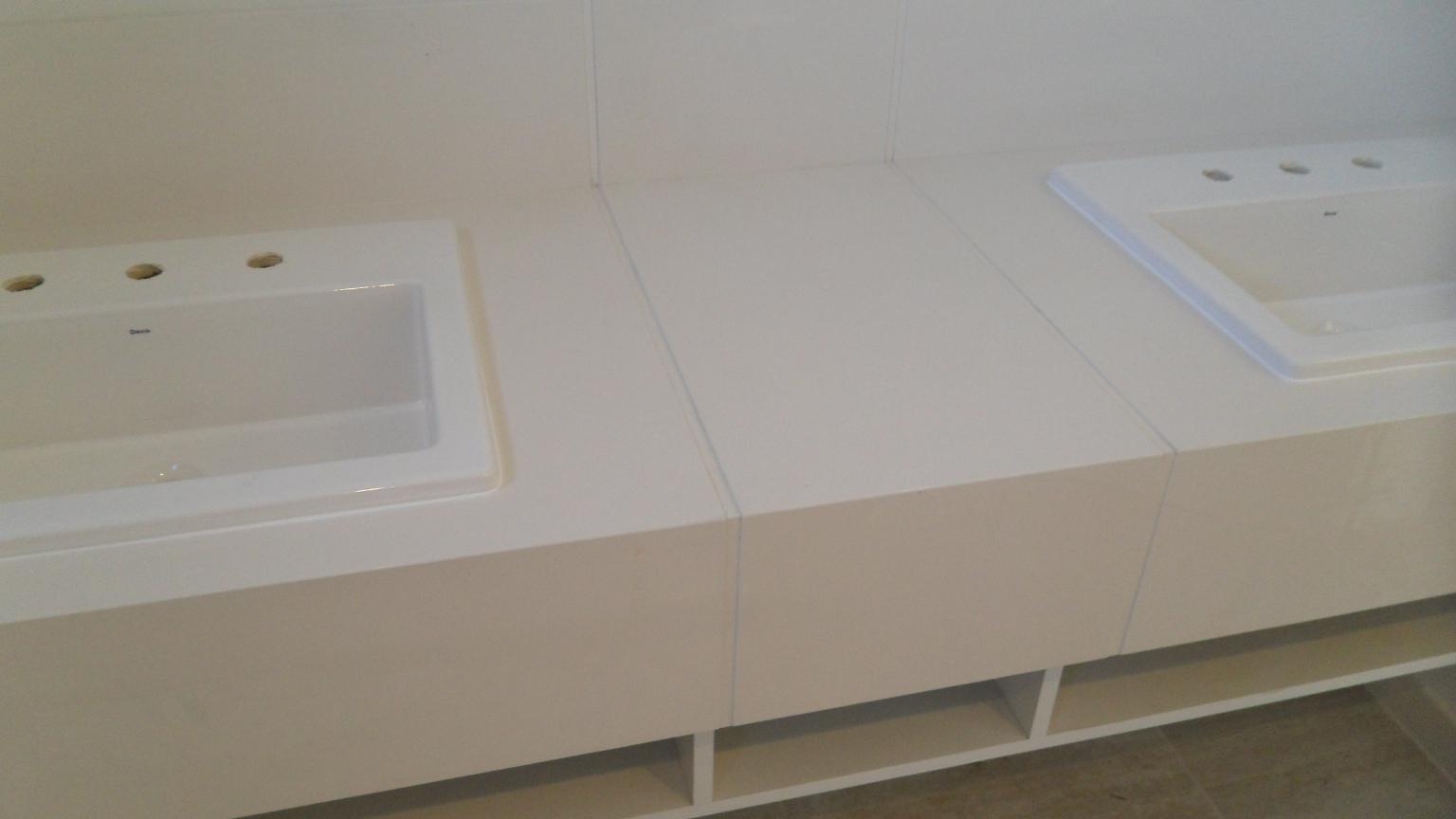 cortes especiais em porcelanato.: Bancada cuba dupla em porcelanato #594F3D 1536x864