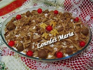 Delícia de pave com chocolate ao leite e nozes