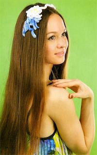 Двухцветный ободок для волос с вязаным крючком цветком