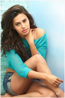 Ranya Fresh New Telugu actress Spicy Portfoli in Shorts WOW