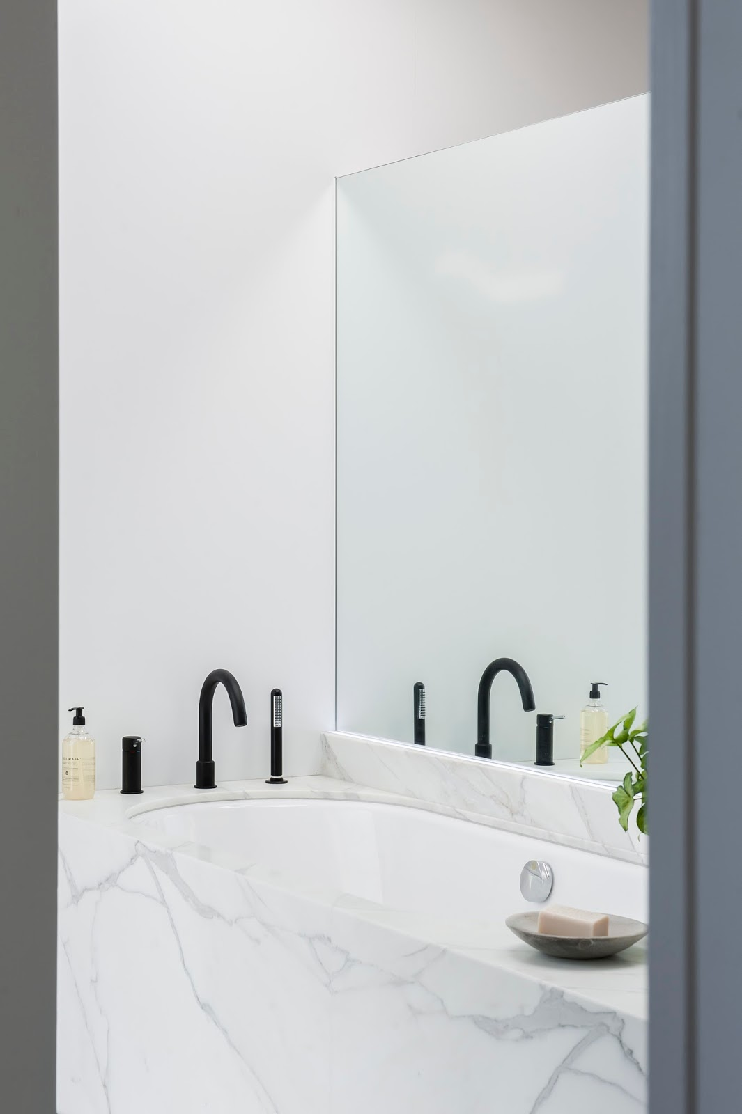 Minosa: Melbourne Bathroom Design - A Famous House, View & Client