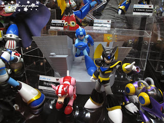 comic con 2013, october 11th 2013, saturday, figurine,collectibles,sculpture,art,sunday, comic con sunday, comic con saturday,new york,nyc,manhattan,jacob javits center,newyork,megaman, lamp,megaman lamp,rockman,rock man,ロックマン,Rokkuman,capcom,japan,videogame,,video games,video game,video games,akira kitamura,tokuro fujiwara,keiji inafune,nintendo,nintendo entertainment system,megaman legends,megaman battle network,mega man x,megaman zero,zero,rush,