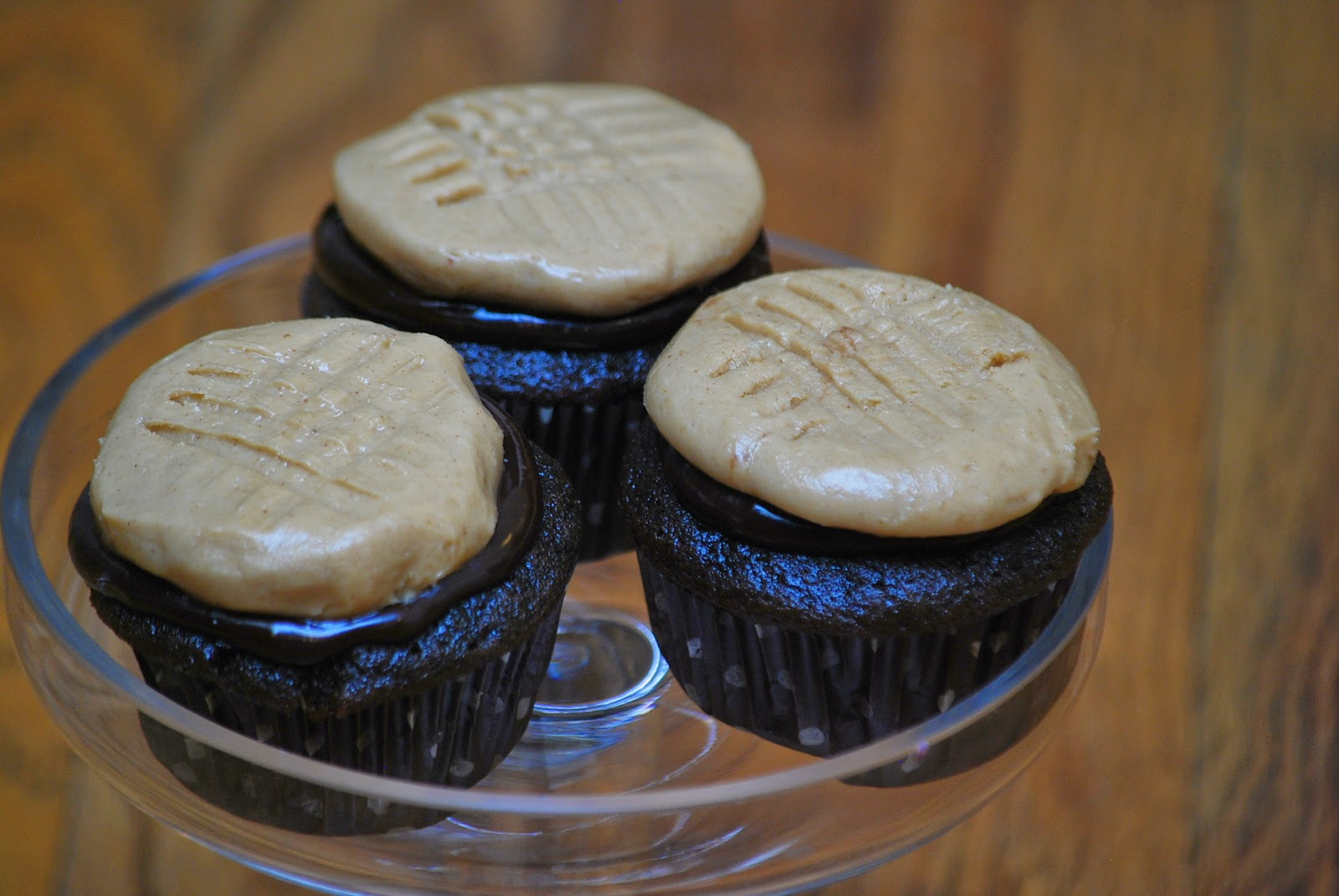 """... in recipes: Chocolate Cupcakes with Peanut Butter """"Cookie"""" Fros..."""