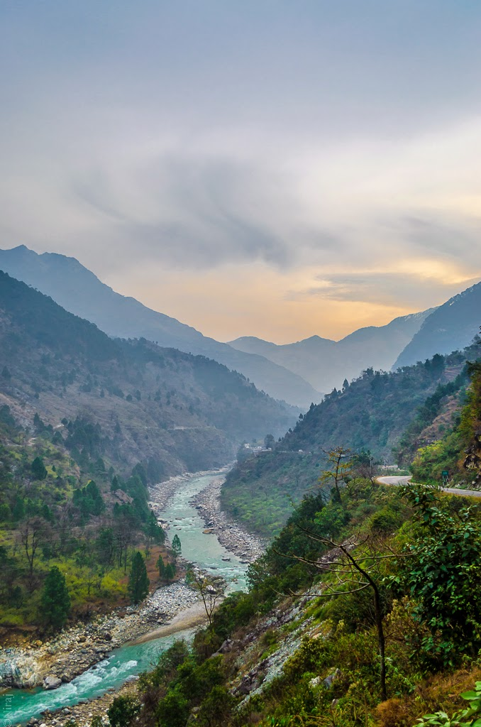 rivers in himalayas, bike trip in himalaya, budgetyatri