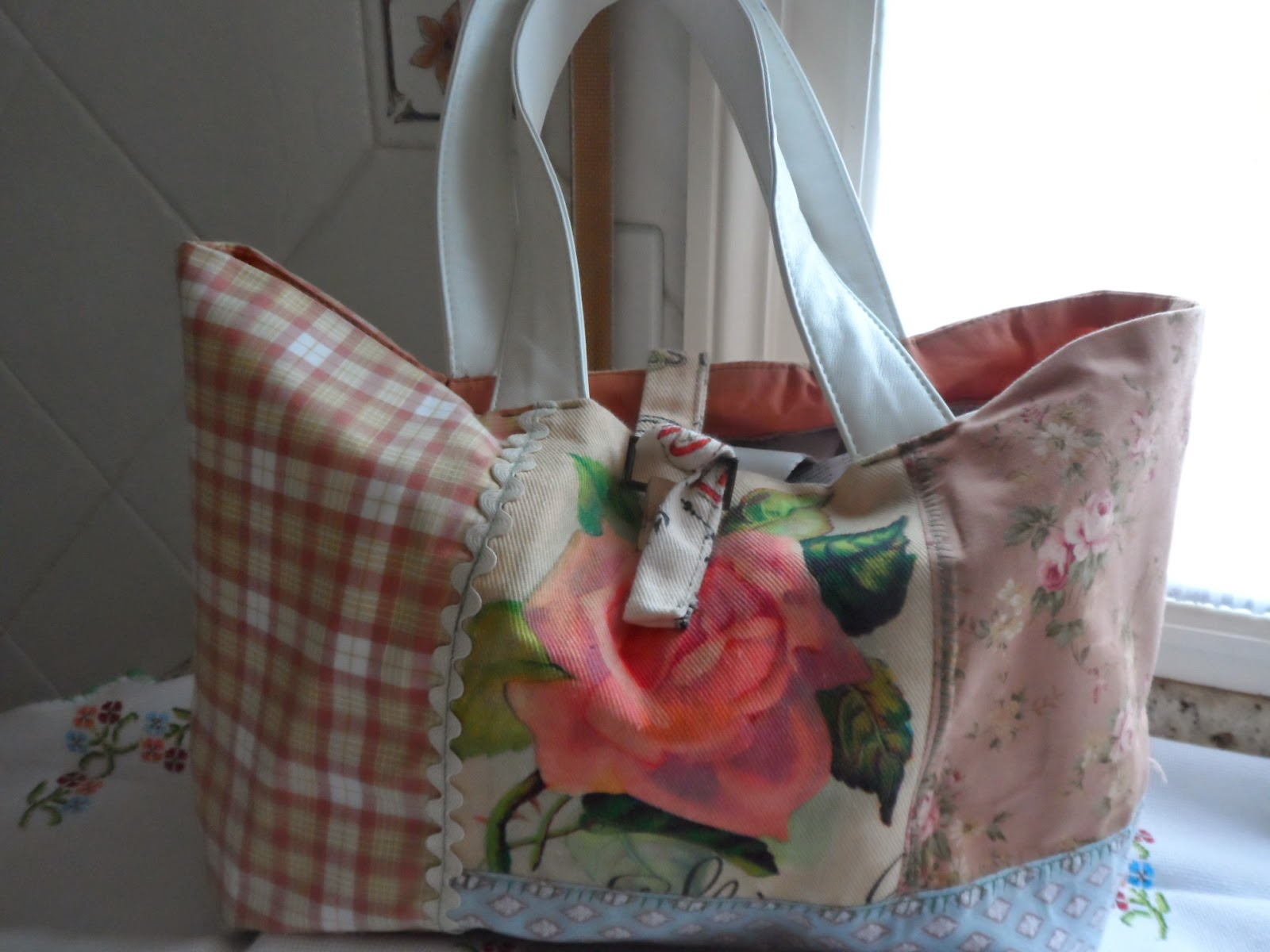 Bolso de pachwork realizado con telas de algodon