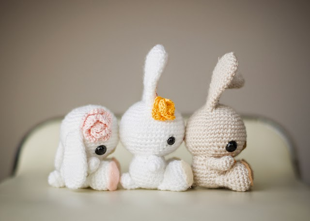 http://www.ravelry.com/patterns/library/spring-bunnies-2