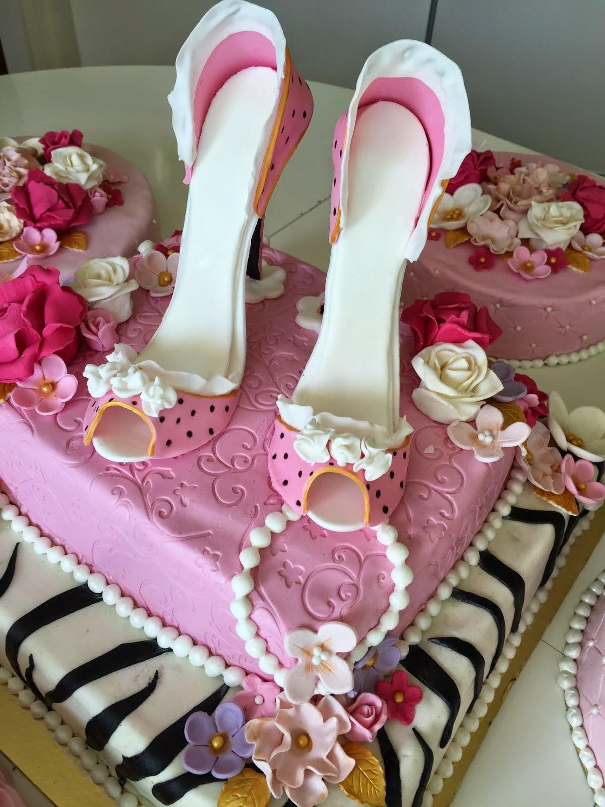 Tårta med högklackade sugarpasteskor