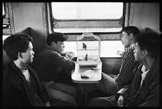 Foto BW Paling Unik, Penumpang Kereta di China