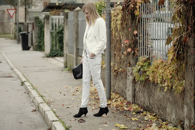 all white outfit, zara white blazer, new look boyfriend jeans, leather lunchbag zara, ripped denim, white t shirt, fashion trends, fashion blogger, style blogger, asos pointy heels
