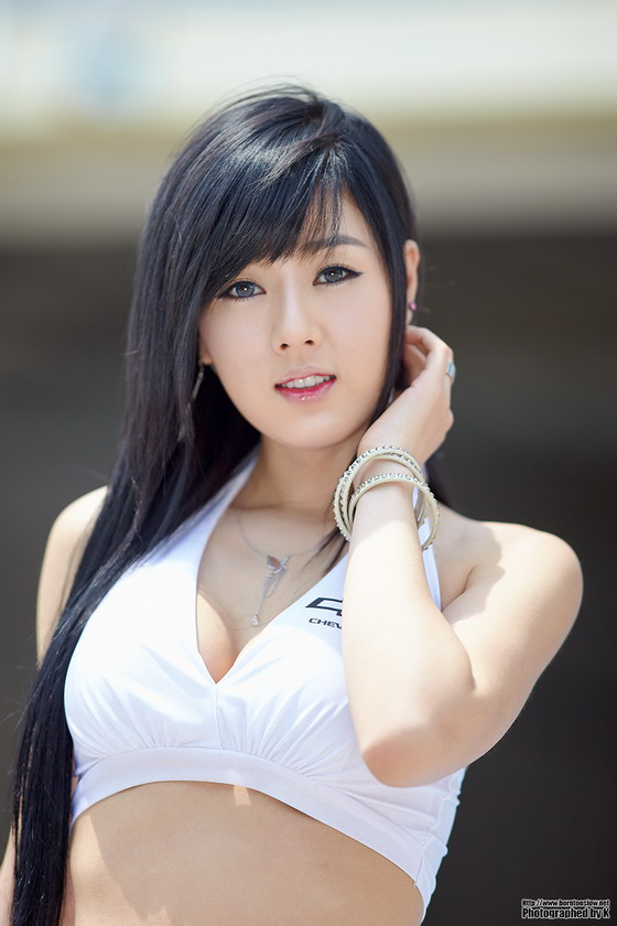 Hwang Mi Hee at CJ Super Race R2 2011