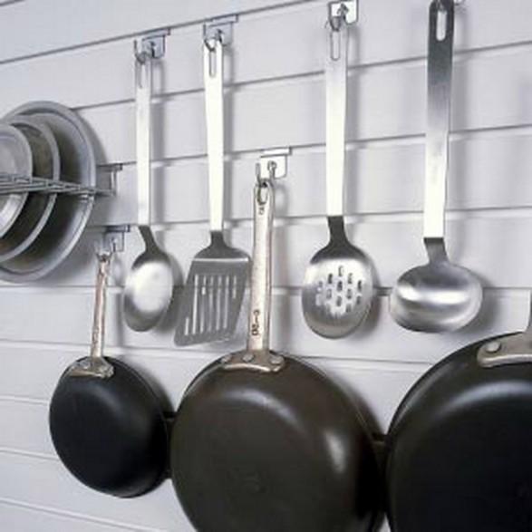 Consejos para decorar cocinas peque as c mo dise ar for Colgador utensilios de cocina