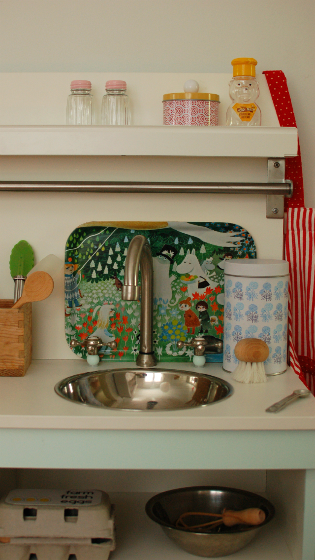 mint play kitchen and muumi tray