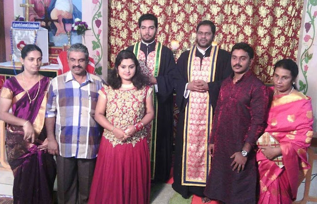 Actress Sini Varghese and Antony  with their close family during their betrothal ceremony