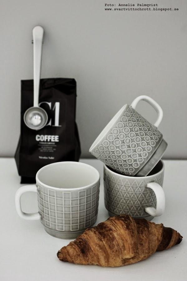 kaffekopp, kaffekoppar, kaffemugg, muggar från house doctor, tre designs, olika mönster, ljusgråa, ljusgrått, kaffe, croissant, svartvitt kaffepaket, nicolas vahe,